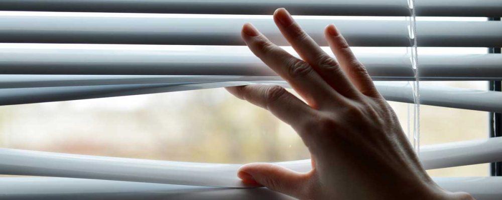 female handing separating blinds